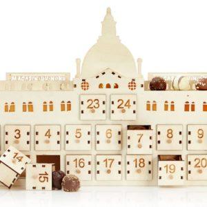 "Chokoladekalender.dk - Julekalender ""Trøffelhuset"" i træ med lys og fylde chokolader"